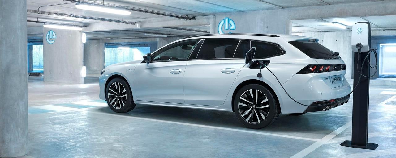 Nouvelle PEUGEOT 508 SW HYBRID, le break haut de gamme dans sa motorisation hybride rechargeable
