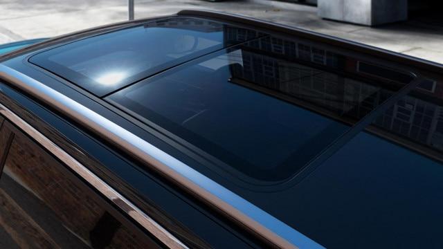 Nouveau SUV PEUGEOT 5008: toit ouvrant panoramique