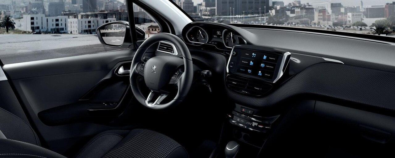 """Peugeot 208: Peugeot i-Cockpit se compose d'un volant compact, d'un combiné tête haute et d'un grand écran tactile capacitif 7"""""""
