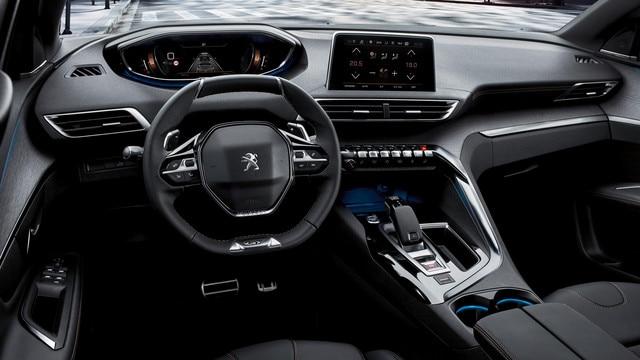 SUV PEUGEOT 5008: Peugeot i-Cockpit® avec volant compact, combiné tête haute et écran tactile capacitif