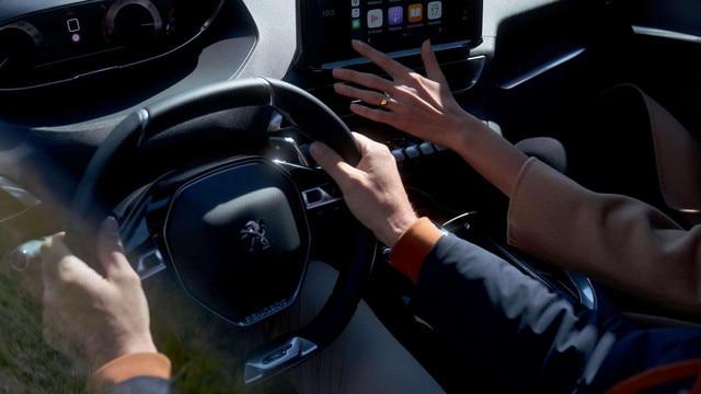 Nouveau SUV PEUGEOT 5008: Peugeot i-Cockpit® modernisé avec nouvel écran tactile capacitif
