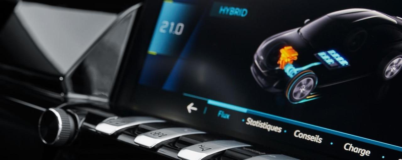 L'écran tactile intègre un menu hybride spécifique.
