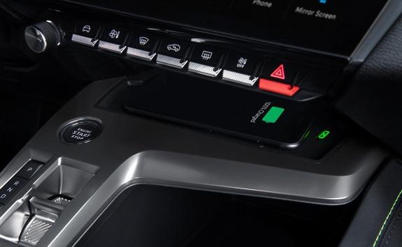 Nouvelle PEUGEOT 308 – recharge smartphone par induction