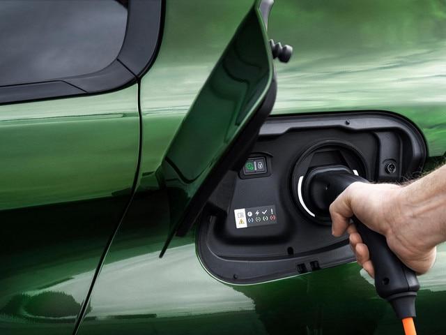 Nouvelle Peugeot 308 HYBRID – Recharge sur borne privée
